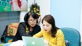 PGS.TS Nguyễn Thị Mùi (bên trái) đã có nhiều góp ý cho sự phát triển của thị trường tín dụng tiêu dùng