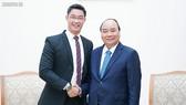 Thủ tướng Nguyễn Xuân Phúc và chuyên gia kinh tế Philipp Rosler - Ảnh: VGP/Quang Hiếu