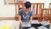 Đối tượng Chu Văn Ninh cùng tang vật tại cơ quan công an Lạng Sơn. Ảnh: Tiền Phong