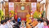 Hòa thượng Thích Thanh Nhiễu phát biểu cảm ơn Chủ tịch Quốc hội Nguyễn Thị Kim Ngân đã tới thăm, chúc mừng. Ảnh: quochoi