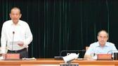 Phó Thủ tướng Thường trực Trương Hòa Bình phát biểu trong buổi làm việc của Đoàn khảo sát Ban Chỉ đạo tổng kết 10 năm thực hiện Chỉ thị 39-CT/TW với Thành ủy TPHCM. Ảnh: VIỆT DŨNG