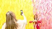 Du khách tạo dáng tại bảo tàng selfie ở Budapest