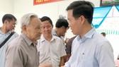 Đồng chí Võ Văn Thưởng, Trưởng ban Tuyên giáo Trung ương, trao đổi với các cử tri tỉnh Đồng Nai