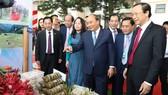 Thủ tướng Nguyễn Xuân Phúc được giới thiệu một số đặc sản của Lạng Sơn