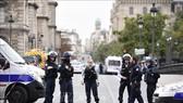 Cảnh sát Pháp phong tỏa hiện trường vụ tấn công bằng dao tại sở cảnh sát thủ đô Paris ngày 3-10-2019. Ảnh: TTXVN