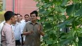 Thủ tướng Lào Thongloun Sisoulith tham quan Khu sản xuất rau sạch công nghệ cao Afarm