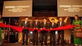 Lãnh đạo Vietcombank cắt băng khai trương Văn phòng đại diện tại New York. Ảnh: TTXVN