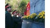 Đại tướng, Bộ trưởng Bộ Quốc phòng Ngô Xuân Lịch cùng đoàn công tác thăm Khu di tích quốc gia đặc biệt rừng Trần Hưng Đạo tại xã Tam Kim, huyện Nguyên Bình, tỉnh Cao Bằng. Ảnh: CHU HIỆU/TTXVN