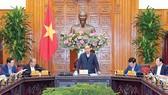 Thủ tướng Nguyễn Xuân Phúc chủ trì phiên họp Thường trực Chính phủ. Ảnh: TTXVN