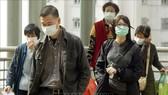 Người dân đeo khẩu trang để ngăn ngừa lây nhiễm hội chứng viêm đường hô hấp cấp (SARS) tại Hong Kong, Trung Quốc. Ảnh: TTXVN