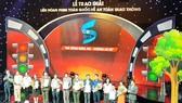 Những tác giải đạt giải tại Liên hoan phim toàn quốc về an toàn giao thông năm 2019. Ảnh: Vietnam+