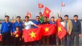 Trao tặng 1.000 lá cờ Tổ quốc cho bà con ngư dân ở huyện Lộc Hà, Hà Tĩnh
