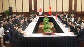 Chủ tịch nhóm Nghị sỹ hữu nghị Việt - Nhật Phạm Minh Chính tiếp ngài Nikai Toshihiro. Ảnh: VGP