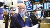 Chứng khoán giảm và giá trái phiếu tăng mạnh khi dịch Covid-19 có những diễn biến khó lường
