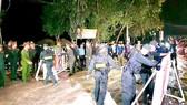 Lực lượng chức năng dỡ bỏ chốt chặn cách ly tại xã Sơn Lôi vào 0 giờ ngày 4-3