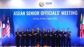 Trưởng đoàn SOM các nước ASEAN chụp ảnh tại hội nghị. Ảnh: TTXVN