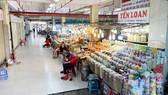 Cảnh đìu hiu ở chợ An Đông, không bóng dáng người mua. Ảnh: CAO THĂNG