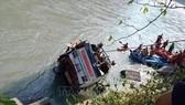 Pakistan: Xe khách lao xuống sông, 20 người chết