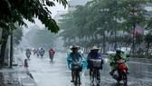 Miền Nam mưa dông, miền Bắc nắng nóng