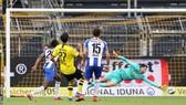 Emre Can (số 27, Dortmund) ghi bàn thắng duy nhất vào lưới Hertha Berlin. Ảnh: Getty Images