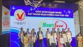Đại diện các doanh nghiệp tại Lễ trao chứng nhận. Ảnh: SGGP ĐTTC