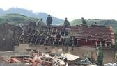 Giúp dân khắc phục thiệt hại lốc xoáy
