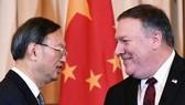 Ông Mike Pompeo (phải) và ông Dương Khiết Trì gặp gỡ tại Washington, tháng 11-2018. Ảnh: MandelNgan