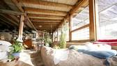 Bên trong ngôi nhà sinh thái xây bằng phế liệu