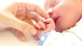 Bé sơ sinh khó mắc Covid-19 từ mẹ