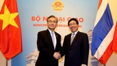 Phó Thủ tướng, Bộ trưởng Bộ Ngoại giao Phạm Bình Minh trong lần tiếp đón Bộ trưởng Ngoại giao Thái Lan Don Pramudwinai tại Nhà khách Chính phủ. Ảnh: ĐCSVN