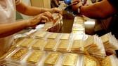 Giá vàng SJC cao hơn giá vàng thế giới 2,5 triệu đồng/lượng