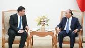 Thủ tướng Nguyễn Xuân Phúc tại buổi tiếp Đại sứ Israel tại Việt Nam, ông Nadav Eshcar. Ảnh: VGP