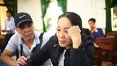 Người thân của ngư dân mất tích khóc ròng rã nhiều ngày đêm vì chưa có tung tích gì về họ