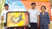 Bức tranh chim yến bán đấu giá thành công 20 triệu đồng tại Ngày hội giải cứu chim yến