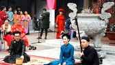 Biểu diễn ca trù trong một buổi sinh hoạt của nhóm Đình Làng Việt