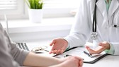 Một bác sĩ xin nghỉ việc, bồi thường gần 200 triệu đồng