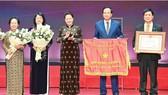 Chủ tịch Quốc hội Nguyễn Thị Kim Ngân trao danh hiệu Anh hùng Lao động cho Quỹ Bảo trợ Trẻ em Việt Nam