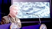 Tướng Kenneth McKenize trong một chuyến thăm Iraq