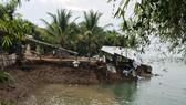 Sạt lở tại khu vực bờ sông Tiền (thuộc khóm Sở Thượng, phường An Lạc, TX Hồng Ngự, tỉnh Đồng Tháp