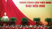 Đoàn Chủ tịch Đại hội XIII của Đảng gồm 17 đồng chí, trong đó 16 đồng chí Ủy viên Bộ Chính trị và đồng chí Trần Thanh Mẫn, Bí thư Trung ương Đảng, Chủ tịch Ủy ban Trung ương MTTQ Việt Nam. Ảnh: VIẾT CHUNG