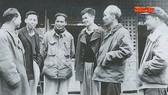 Bác Hồ với các đại biểu tại Đại hội II năm 1951. Ảnh: Báo Nhân Dân