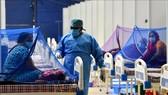 Bệnh nhân Covid-19 được điều trị tại New Delhi, Ấn Độ, ngày 25-5-2021. Ảnh: THX/TTXVN