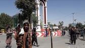 Các tay súng Taliban tại thành phố Ghazni, Afghanistan, ngày 12-8-2021. Ảnh: THX/TTXVN