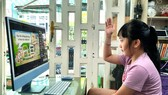 Học sinh lớp 1, Trường Tiểu học thực hành Đại học Sài Gòn (quận 3) học trực tuyến sáng 8-9