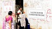 Bất bình đẳng vaccine khiến công cuộc chống dịch trên thế giới gặp nhiều khó khăn. Ảnh: Financial Times