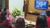 Một đám cưới online. Ảnh: VTV