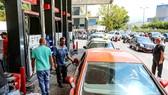 Các nước xoay xở ứng phó khủng hoảng nhiên liệu
