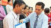 Hội Chữ thập đỏ quận Bình Tân trao tặng 248 thẻ bảo hiểm y tế