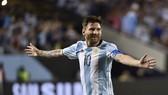 Argentina sống lại hy vọng dự World Cup với Messi