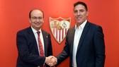 Berizzo (phải) đầy tự tin cùng Sevilla chiến thắng